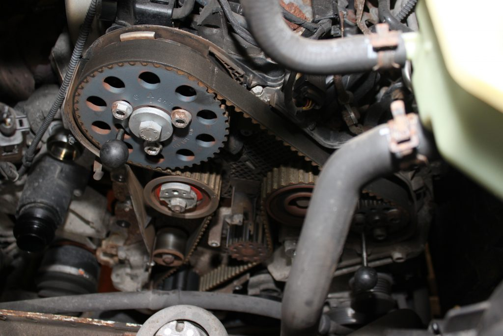 Volkswagen Transporter: timing belt and auxiliary belt